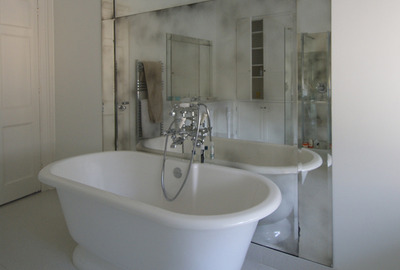 Large-Beveled-Antique-Mirror-Bath-Splashback