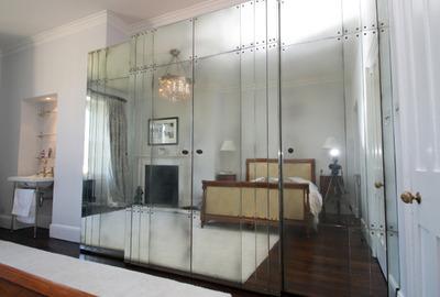 Antique-Mirror-Panel-Wardrobe-Guest-Room