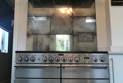 Heavy-Antique-Mirror-Tiles-Cooker-Splashback