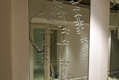 Brilliant-cut-antique-mirror-door-panel-close