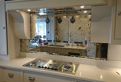 Rustic-Antique-Toughened-Mirror-Splashback