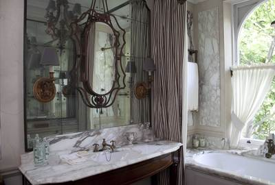 Antique-Mirror-Vanity-Nicky-Haslam-Interiors